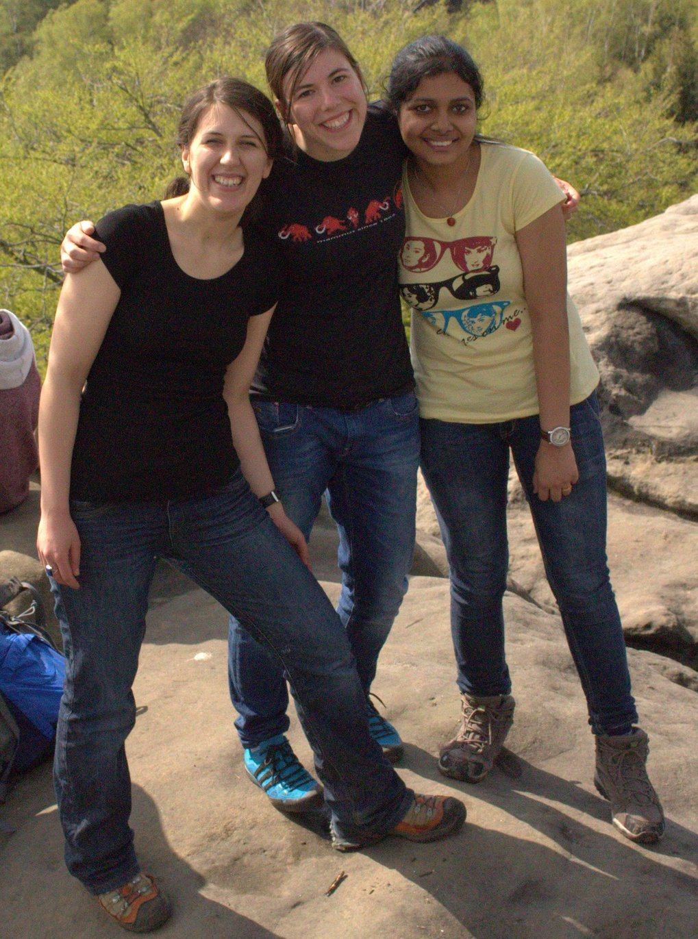 Current MPI-CPfS PhD students Veronika Sunko, Maja Bachmann and Nabhanila Nandi enjoying a lab hike in Swiss Saxony